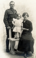 F062 Unnamed soldier and family