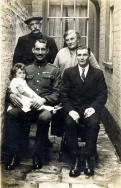 F44 Unnamed soldier with medal ribbon, and family