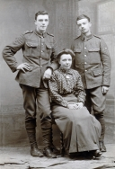 F046 Soldiers and mother 28 February, 1914
