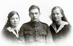 F49 Unnamed soldier and girls, Penrith studio