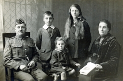 F118 Royal Scots Fusiliers and family