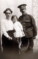 f103 Unnamed soldier, Middlesex Regiment, and family