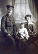 F128 Unnamed soldier, Norfolk Yeomanry, and family.