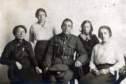 F104 Unnamed soldier, Northamptonshire Regiment, and family