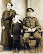 F096 Unnamed soldier, East Lancashire Regiment, and family.jpg