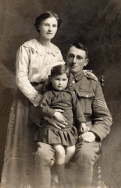 F139 Unnamed soldier and family, Annie Gib Studio, Silloth.