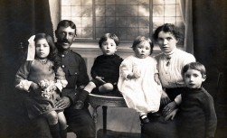 F094 Unnamed soldier and family, London studio