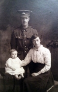 F163 Unnamed soldier, West Yorkshire Regiment, and family. Courtesy of Paul Hughes.