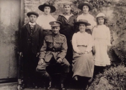 F165 Dick Hughes, Devonshire Regiment, Lucy and family. Courtesy of Paul Hughes.