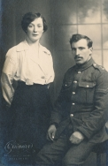 F009 Unnamed soldier and sister, Aberdeen studio