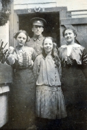 F041 Unnamed soldier with ladies and girl