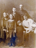 F053 Unnamed soldier and family