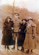 F167 Unnamed soldier and Brotheridge ladies. Courtesy of Paul Hughes.