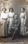 F147 Unnamed soldier and sisters. Courtesy of Paul Hughes.