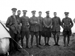 G493 King's Liverpool Regiment group. Courtesy of AngelJCake.