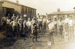 G021 Royal Engineers with cat and dog