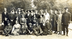 U099 Mixed group with Queen Mary's Army Auxiliary Corps