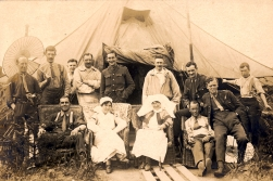 W044 Wounded group, Abbeville, 1918