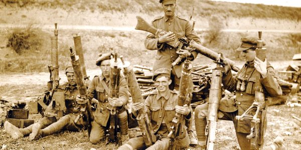 G601-Mixed-group-with-captured-German-guns-5-October-1918