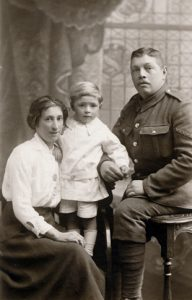 F216 Unnamed soldier and family w